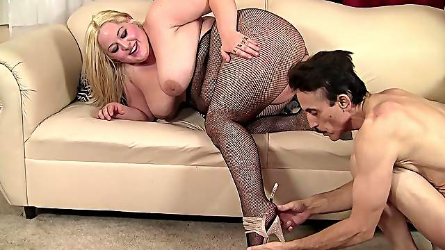 Fat blonde suits her chubby cunt with the thickest dick